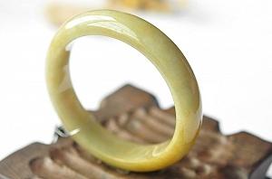 Charming Yellow Color Jade Bangle