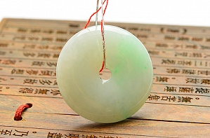 Wonderful Scattered Green Color Jade Safe Button Pendant