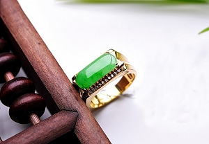 Wonderful Positive Green Color Jade Ring