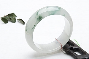 Rare Noble Ice Type Scattered Flower Jade Bangle