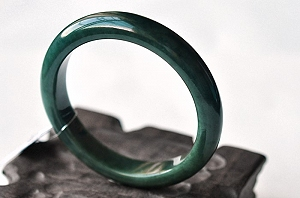 Wonderful Oil Blue Color Jade Bangle