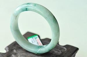 Wonderful Scattered Blue Flower Jade Bangle