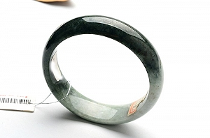 Wonderful Scattered Flower Jade Bangle