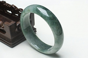 Charming Oil Blue Color Jade Bangle