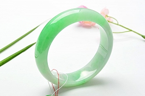 Wonderful Positive Green Color Jade Bangle