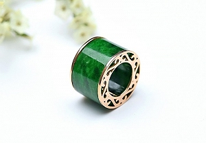 Wonderful Positive Green Color Jade Pendant