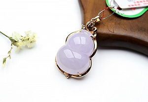 Wonderful Light Purple Color Jade Gourd Pendant
