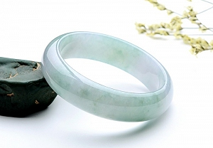 Charming Light Green Color Jade Bangle