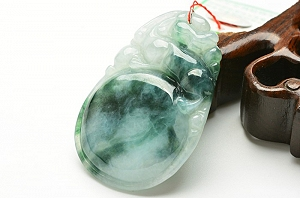 Wonderful Scattered Flower Jade Pixiu Pendant
