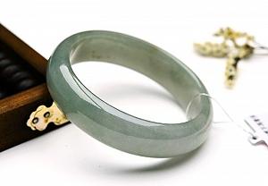 Wonderful Oval Jade Bangle