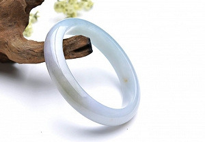Wonderful Oval Jade Bangle