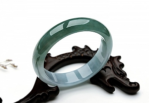 Wonderful Two Color Jade Bangle