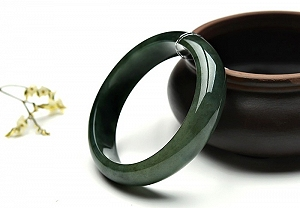 Oil Green Jadeite Jade Bangle