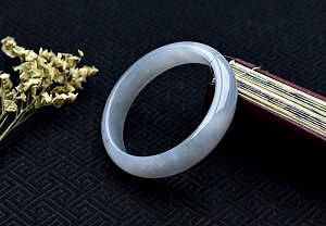 Noble Ice Jade Bangle To Enjoy Its Special Beauty