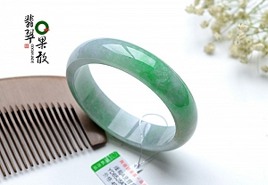 Scattered Green Color Jadeite Jade Bangle To Collect