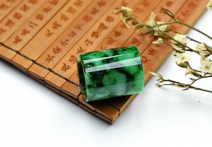 Wonderful Scattered Positive Green Color Jade Safe Button Pendant
