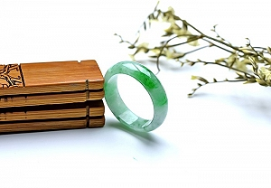Wonderful Scattered Green Flower Jade Ring