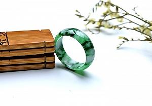 Wonderful Scattered Green Flower Jade Ring
