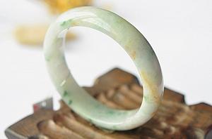 Wonderful Scattered Flower Jade Bangle