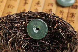 Charming Safe Button Jade Pendant On Sale-So Low Price To Learn JOJO Jade Quality