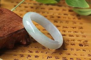 Wonderful Spring Color Oval Jade Bangle