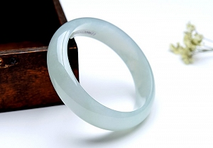 Charming Jadeite Jade Bangle To Get