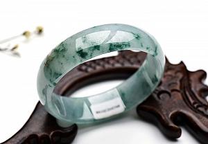Wonderful Scattered Flower Oval Jade Bangle