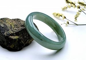 Wonderful Oil Blue Color Oval Jade Bangle