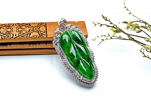 Wonderful Positive Green Color Jade Leaf Pendant